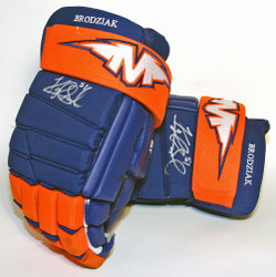 Kyle Brodziak Signed & Game-Worn Gloves Auction